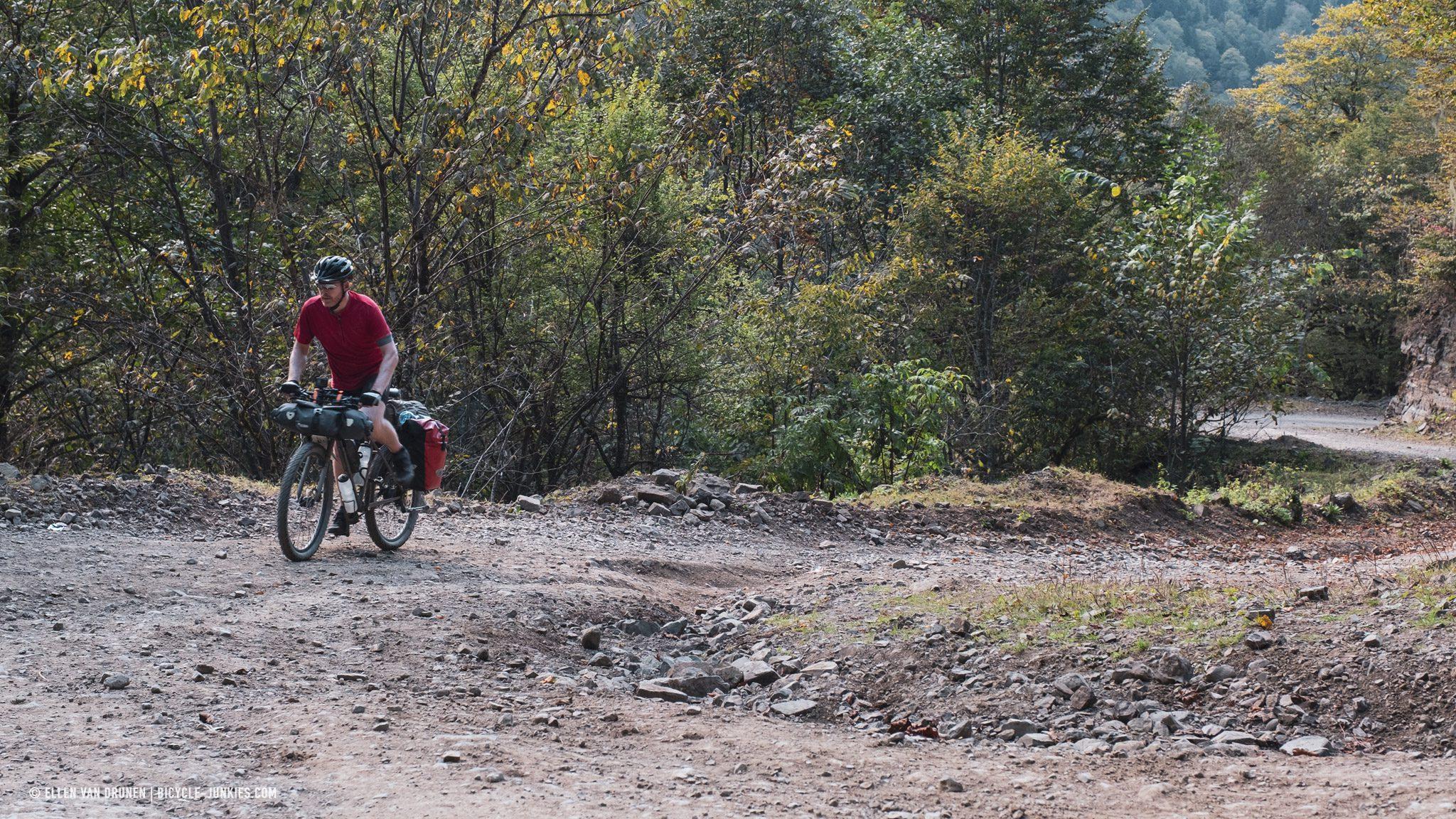 Cycling up the Zekari Pass